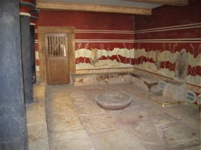 Room with remains of a throne, Knossos Palace